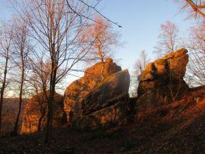 Hrad Lukov na Zlínsku - 1457835 - Skalní útvary pod hradem Lukov